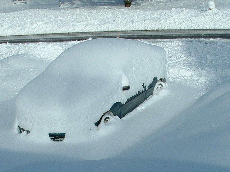 Как правильно и безопасно водить машину зимой и по заснеженным дорогам - Фото №14